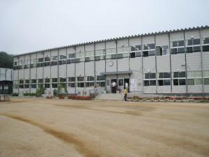 楢葉町立南・北小学校は、いわき市にある、いわき明星大学の敷地内に建てられた新校舎にて教育活動を行っています。