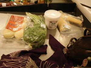 Kun je bijvoorbeeld zoveel spullen in de azuma-bukuro-tas meenemen.