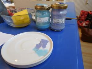 青い字は、「空の青」と「デルフトブルー」を混ぜて作りました。
