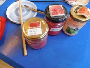 日の丸の赤は、「柿色」と「チューリップレッド」を混ぜて作った色です。
